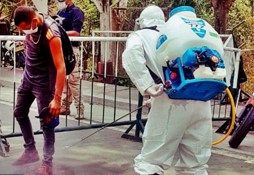 Desinfección para las personas que retornan a Venezuela.