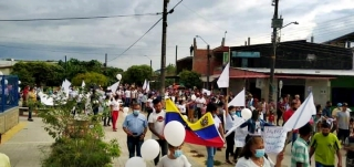 Multitudinaria manifestación en apoyo a los refugiados.-