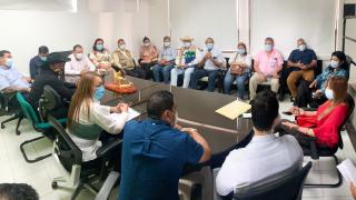 Reunión para discutir el acuerdo de alumbrado público en Arauca Capital.